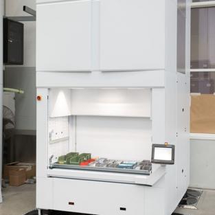 De kracht en efficiëntie van een automatisch verticaal opslagsysteem binnen een breedte van slechts 2 meter